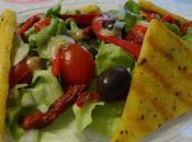 Polenta grillée, salade verte, olives tomates séchées