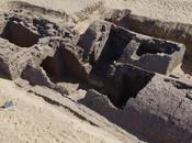 tombeau vieux 3300 avec entrée pyramide découvert Abydos