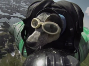 When Dogs Fly: traces Whisper, chien fait BASE-jump!