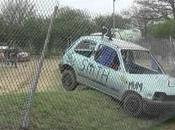 Rallye voiture heurte commissaire course
