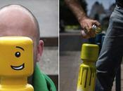 artiste crée visages Lego plots stationnement