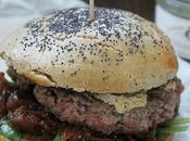Burger compotée d'oignons figues sauce foie gras
