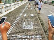 Chine, accros smartphone leur trottoir réservé