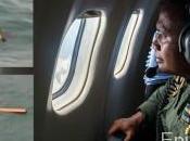 corps débris l'avion d'AirAsia craché retrouvés