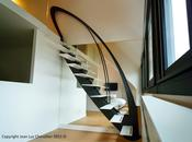 Escalier design suspendu stylisé