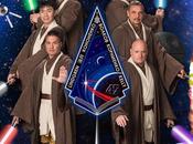NASA astronautes l'expédition jouent chevaliers Jedi
