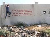 Banksy dessine dans ruines Gaza