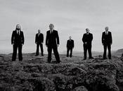 groupe Metal tourne clip pendant l'éclipse