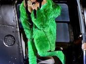 Rihanna déchire iHeartRadio Music Awards Versace...