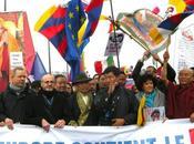 militantes militants France Aung manifestent leur entière solidarité peuple tibétain.