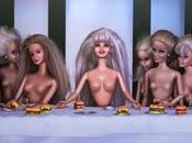 """""""Pas celles vous croyez"""". poupées Barbie d'une artiste s'exposent Paris"""