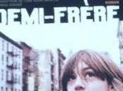Demi-frère Kenneth Oppel