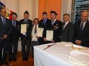 Jeunes porte-drapeau l'honneur