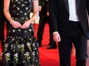 BAFTAs 2017 Robe florale statué tapis rouge
