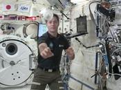 Quel comportement pour volant badminton dans l'espace?
