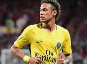 L'énorme tacle Cavani Neymar dans presse