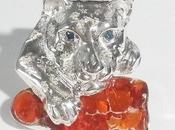 Création d'une broche pour femme avec diamants