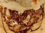 Crêpe banane, sauce chocolat, crumble noix