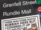 couvre graffitis racistes avec autocollants chats