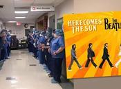 hôpital joue Here Comes pour patients guéris Covid-19