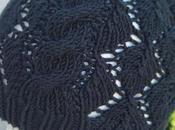 Explications pour tricoter bonnet feuilles ajourées torsades enfant (Taille ans)